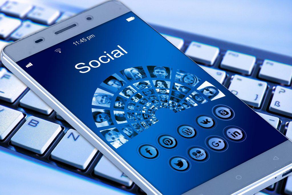 Instagram vs Snapchat Social